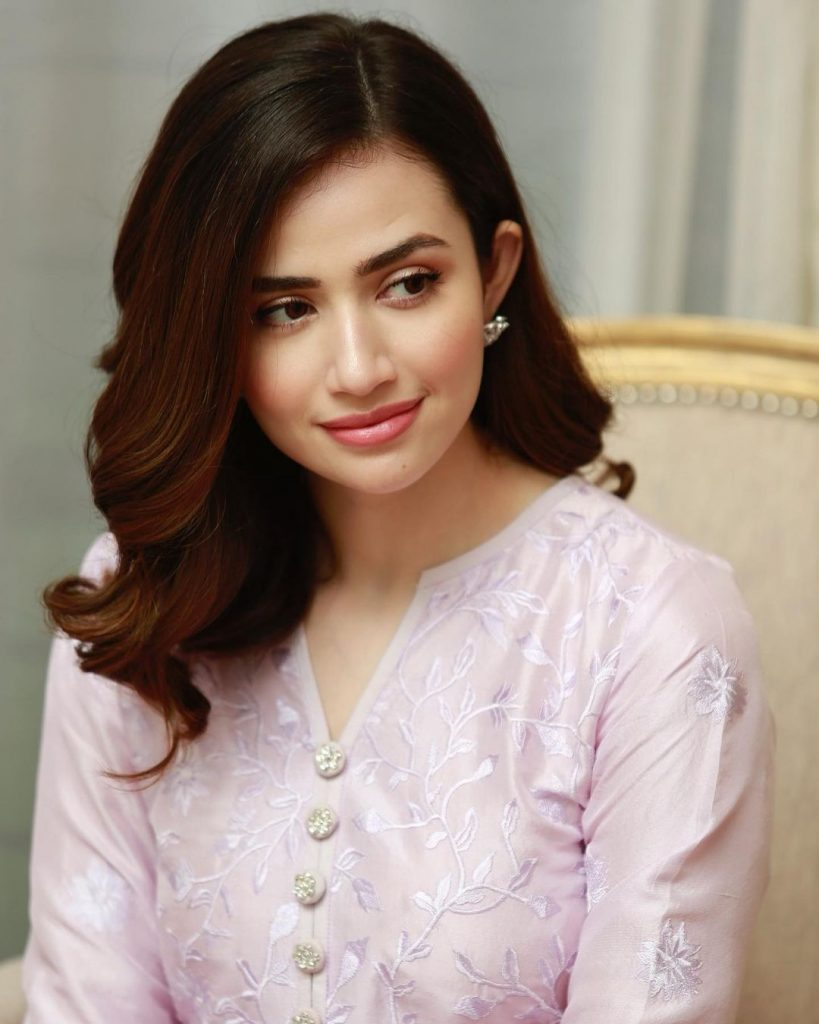 Latest Photos of Sana Javed in Simple Shalwar Kameez