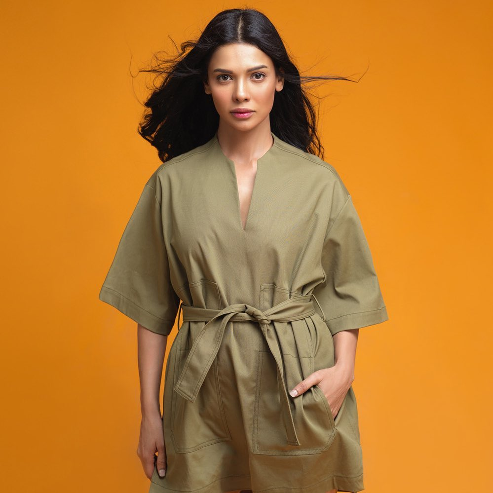 Glowing Pictures of Sara Loren In Casual Attire.