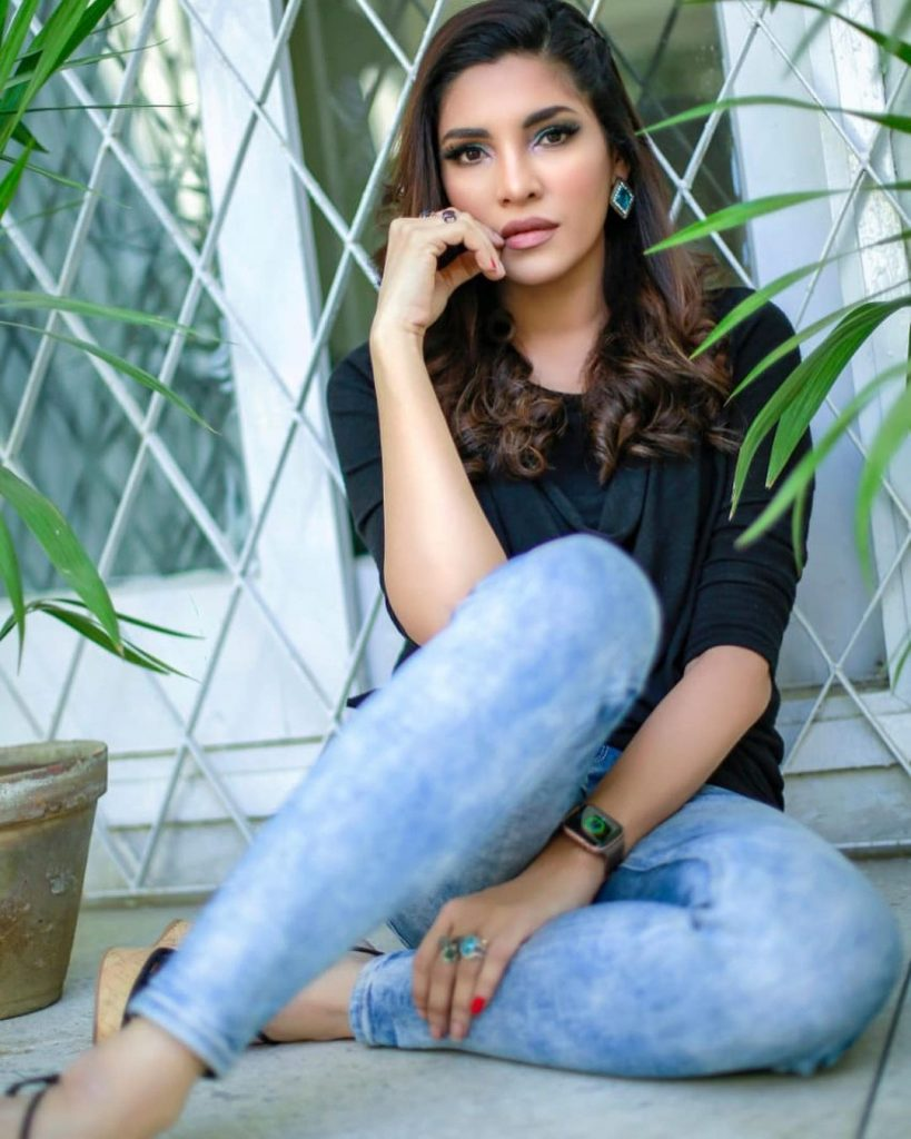 Unseen Gorgeous Pictures Of Zhalay Sarhadi