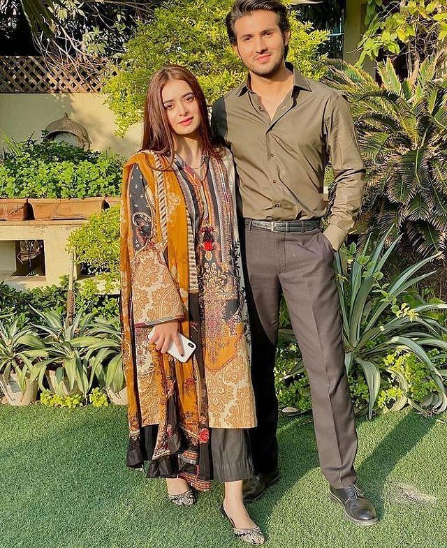 20 Pictures of Shahroz Sabzwari Sabzwari with Co-actresses