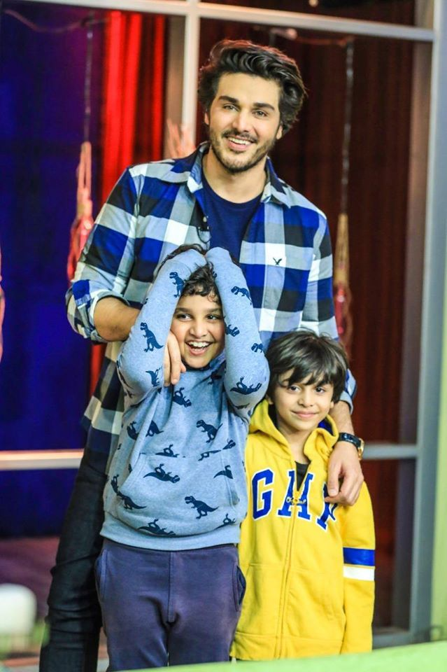 Latest Photos of Ahsan Khan With His Sons