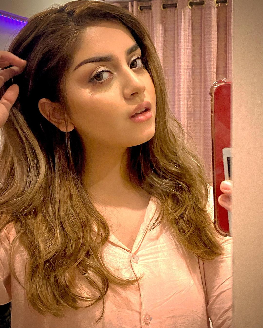 Gorgeous Actress Alizeh Shah Latest Pictures
