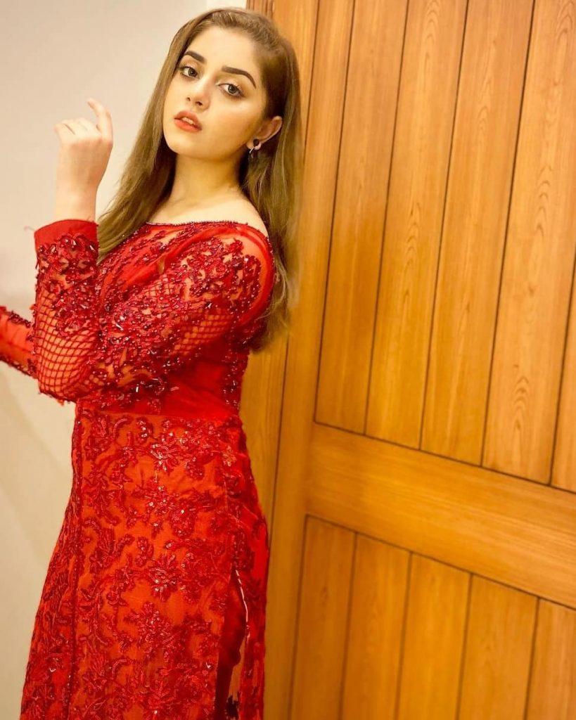 Alizeh Shah Sings Atif Aslam's Song