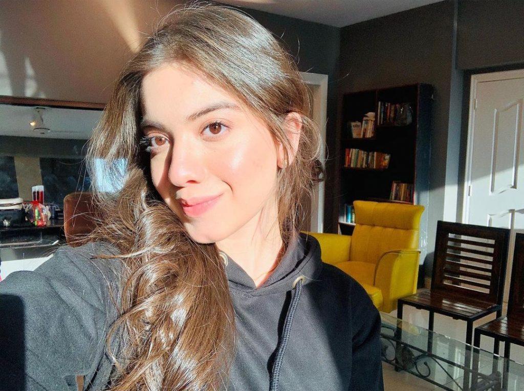 Arisha Razi Beautiful Sun Kissed Photos