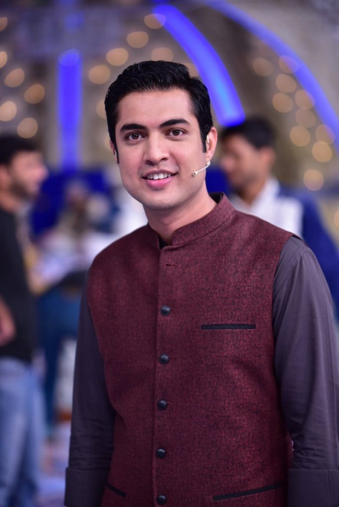 Celebrities Support Iqrar-ul-Hassan After Twitterati Demand An Apology Over His Tweets