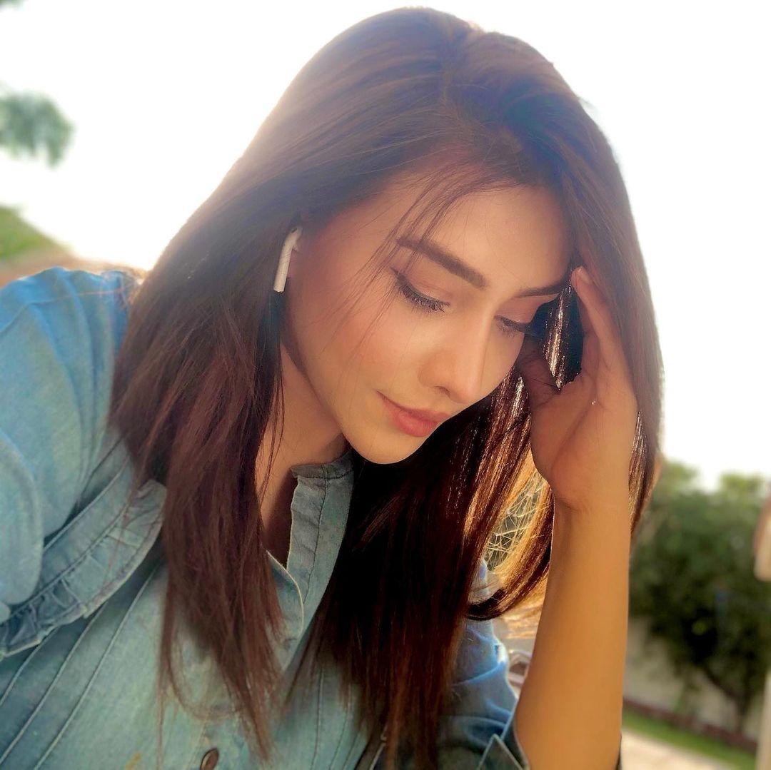 New Beautiful Clicks of Maira Khan from her Instagram