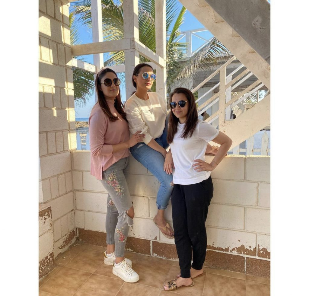 Momal Sheikh Latest Pictures With Her Family