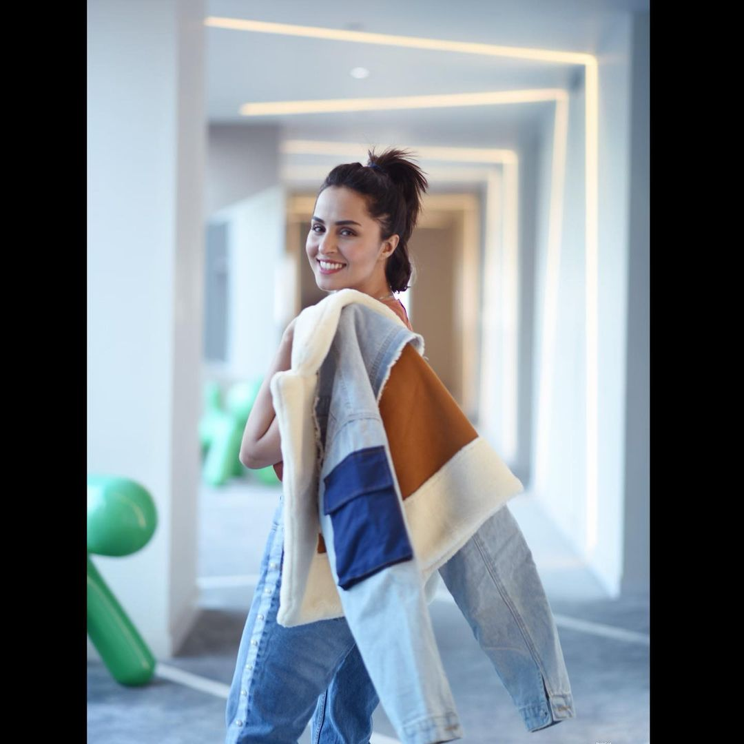 Nimra Khan is Looking Stunning in her Latest Trendy Winter Look