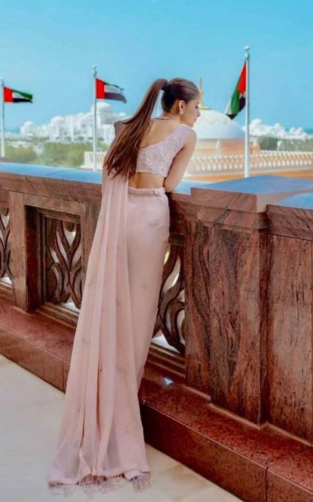 Top Pakistani Actresses In Backless Dresses