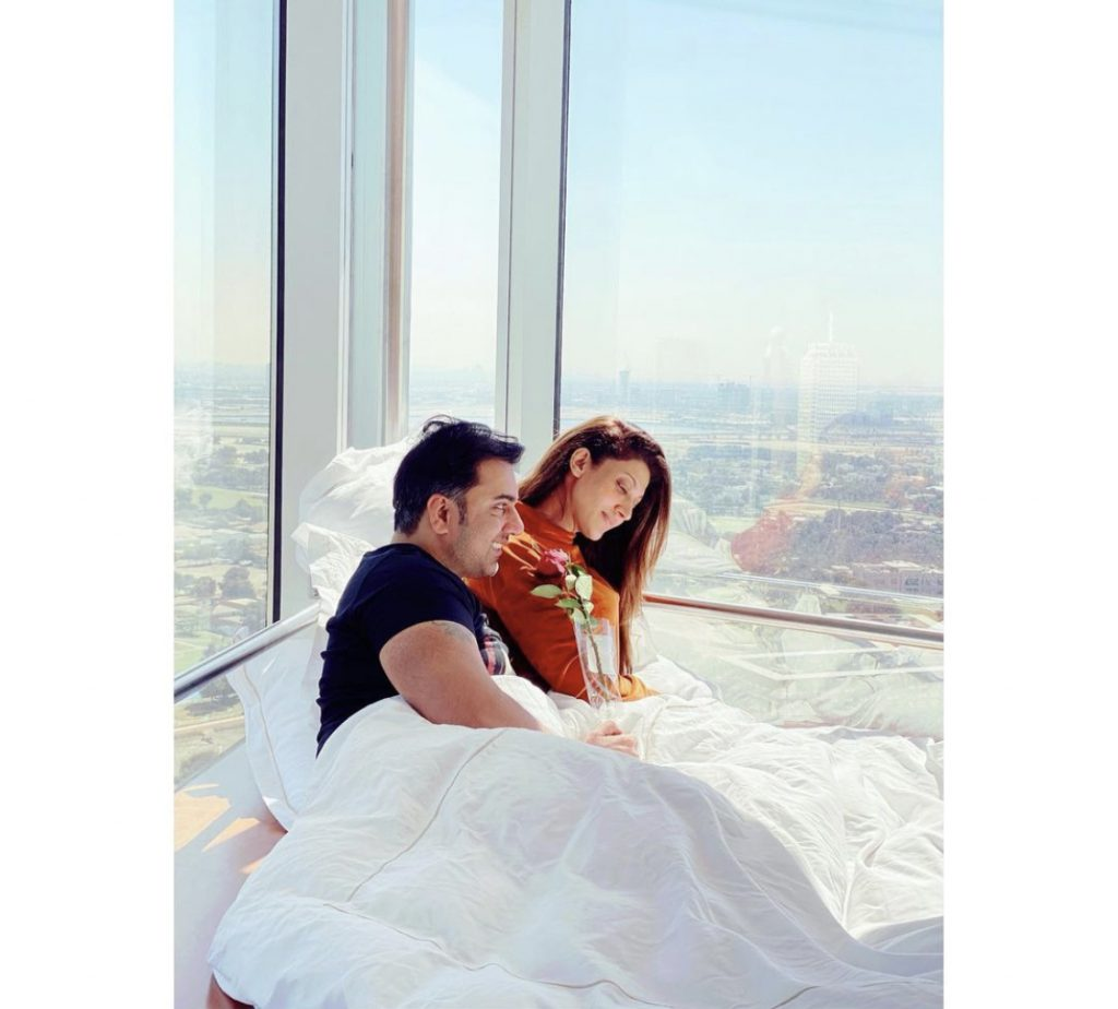 Sana Fakhar Uploaded A Bold Picture With Husband - Public Criticism
