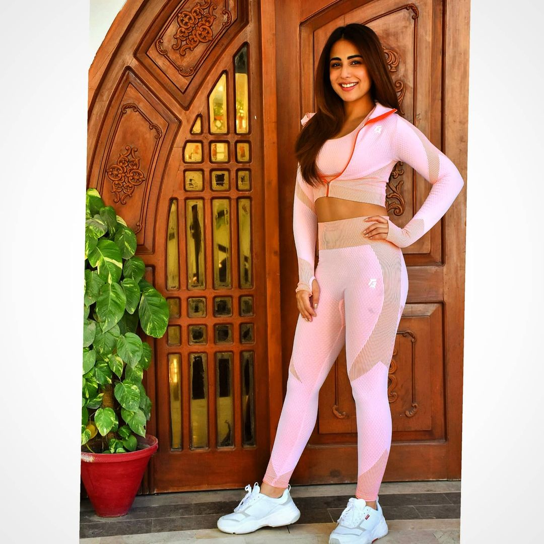 Gym and Exercise Outfit Pictures of Actress Ushna Shah