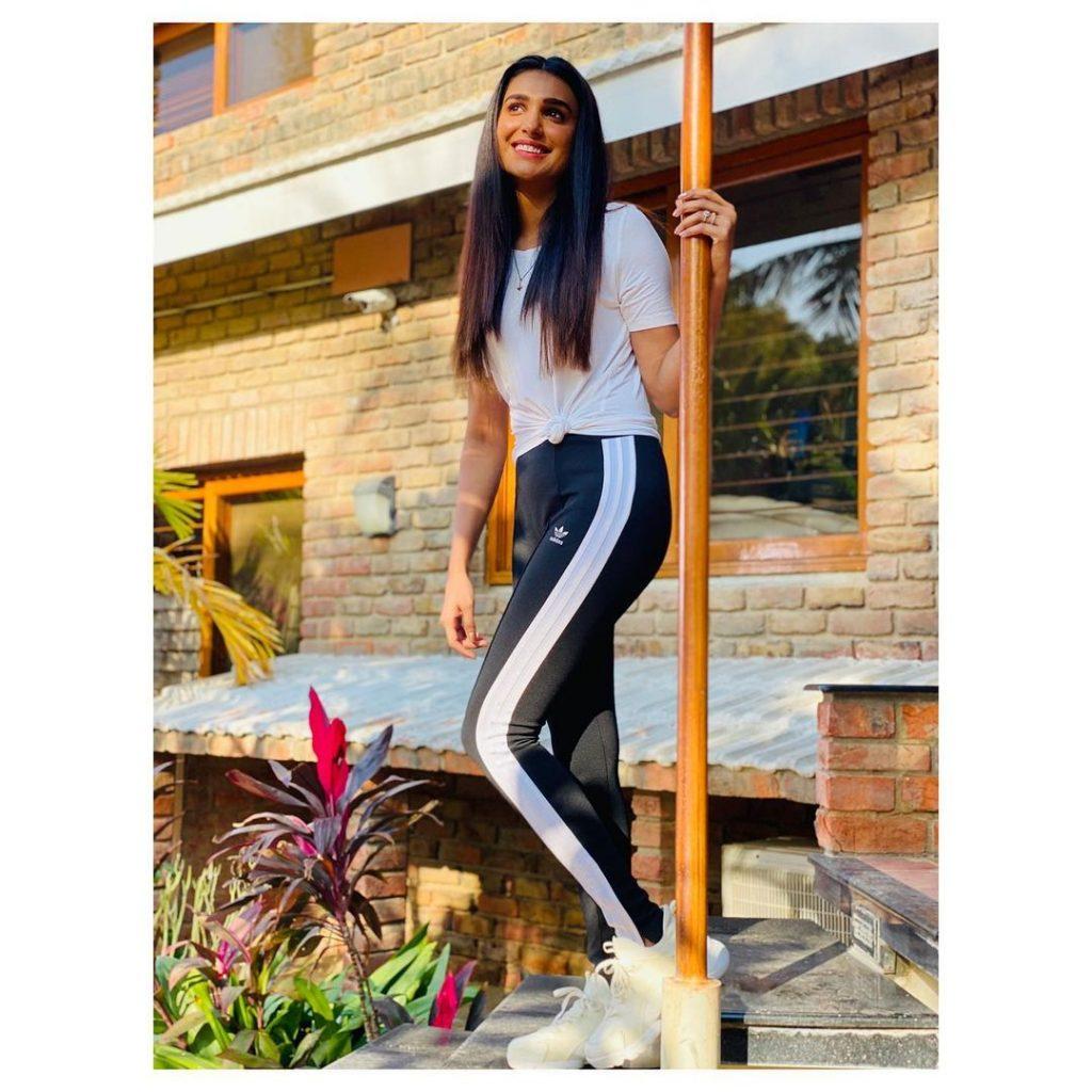 New Blazing Pictures Of Amna Ilyas