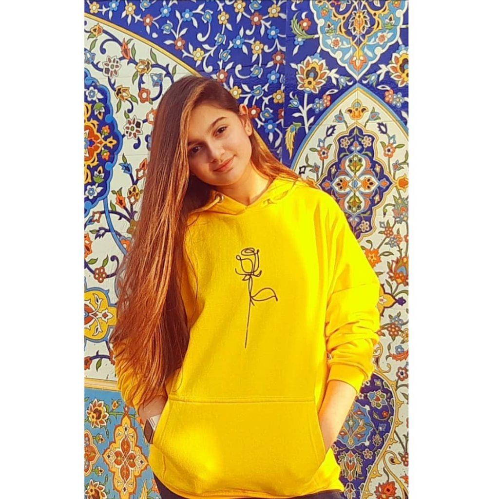 Anosheh Rania Khan Shares BTS From The Set Of Log Kya Kahenge