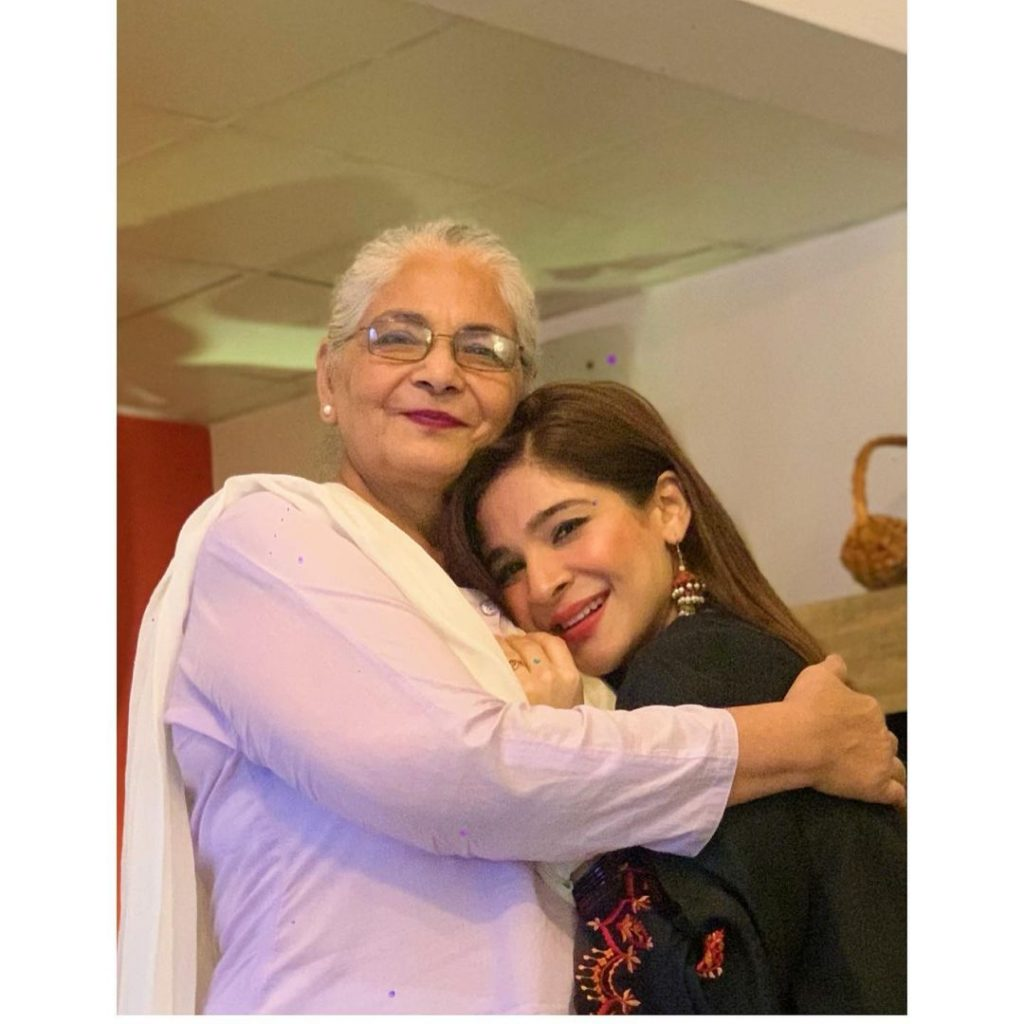 Ayesha Omer Flies To Lahore To Surprise Her Mother