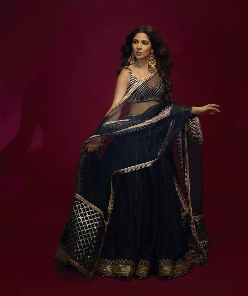 Ayesha Omar Sizzles In Black Lehnga Choli