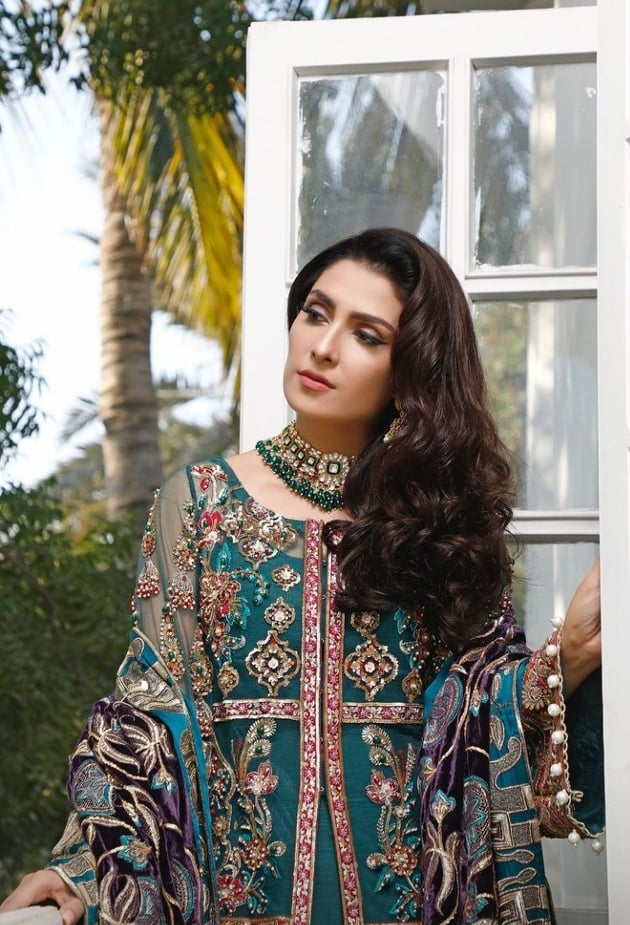 Ayeza Khan Looks Drop Dead Gorgeous In Luxury Wedding Wear