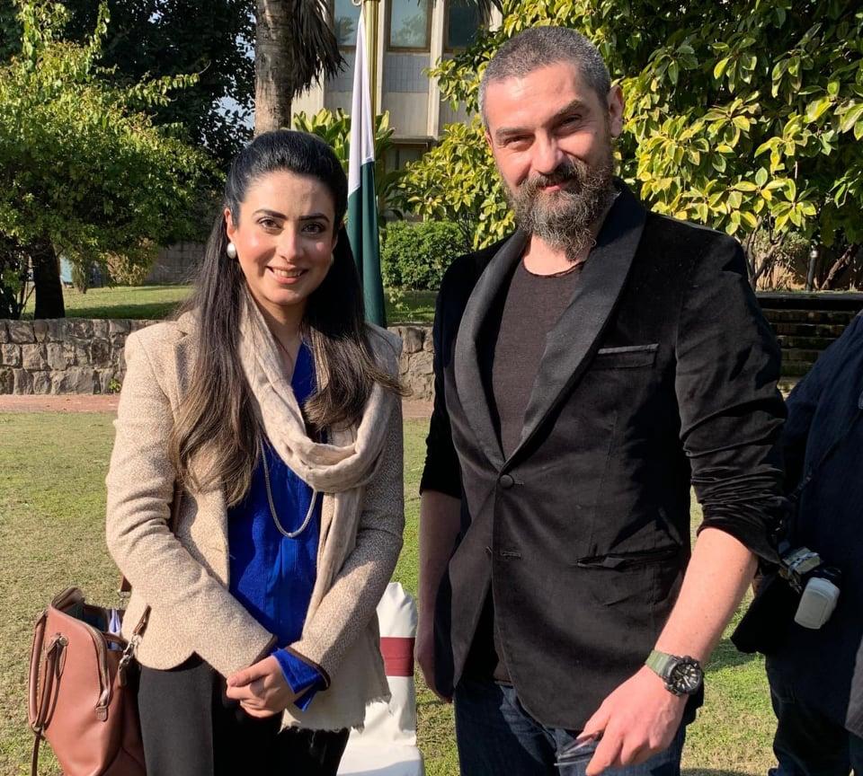 Ertuğrul Famed Bamsi And Artuk Bey Arrives In Pakistan