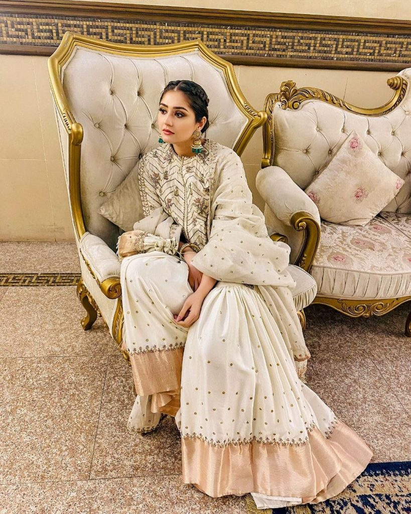 Dur-e-Fishan Saleem Looks Drop Dead Gorgeous At A Family Wedding