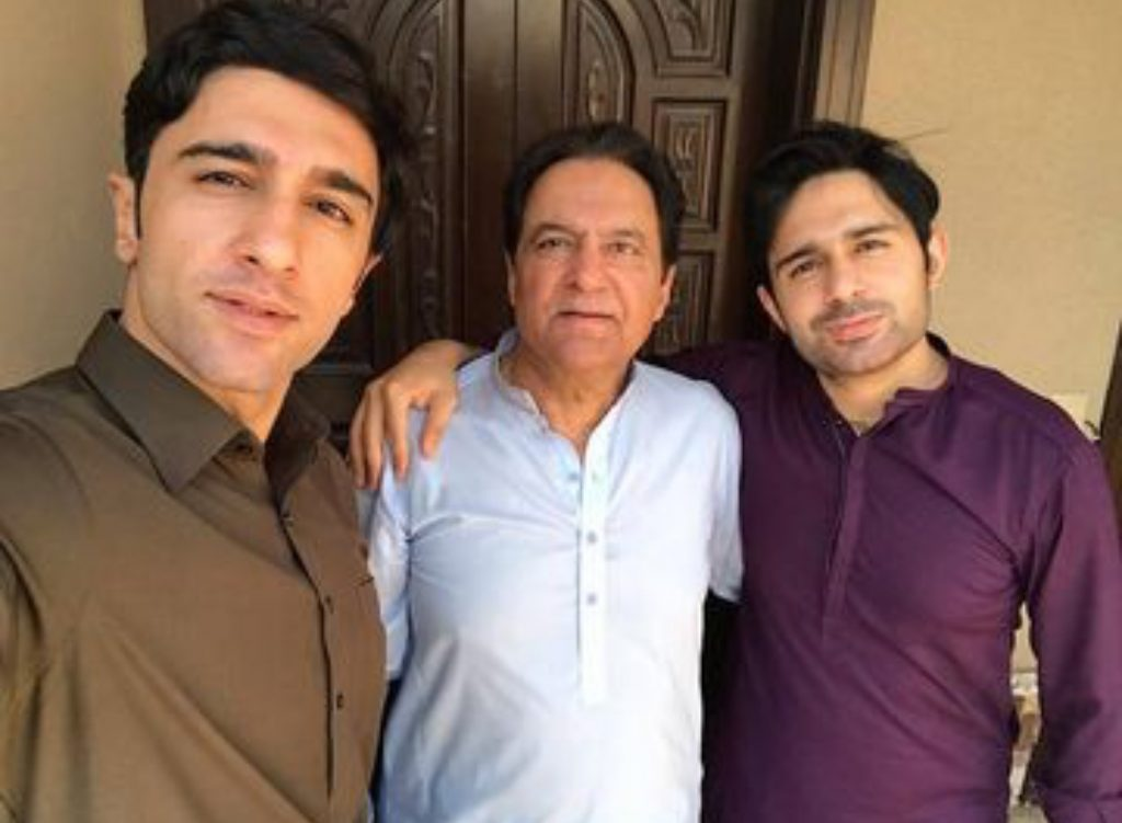 Unseen Pictures of Firdous Jamal With His Sons
