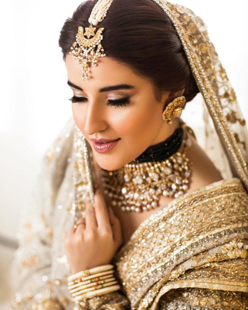 Hareem Farooq Looks Undeniably Gorgeous In Beautiful Bridal Attire