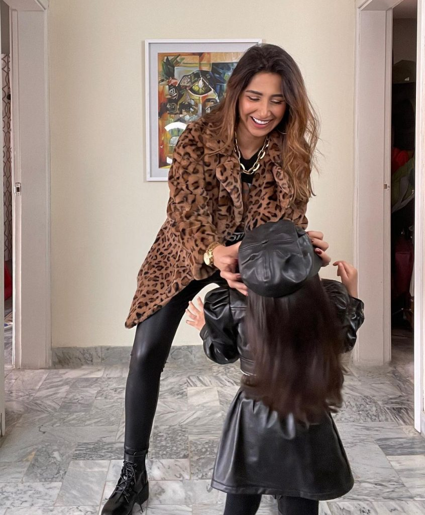 Hira Tareen Pictures With Daughter
