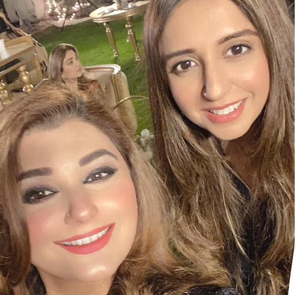 Latest Clicks of javeria Saud with her Friends