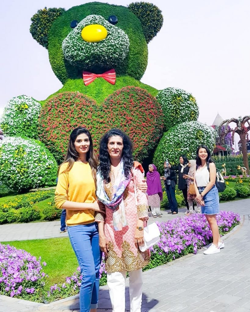 Unseen Photos of Madiha Iftikhar With Her Immediate Family