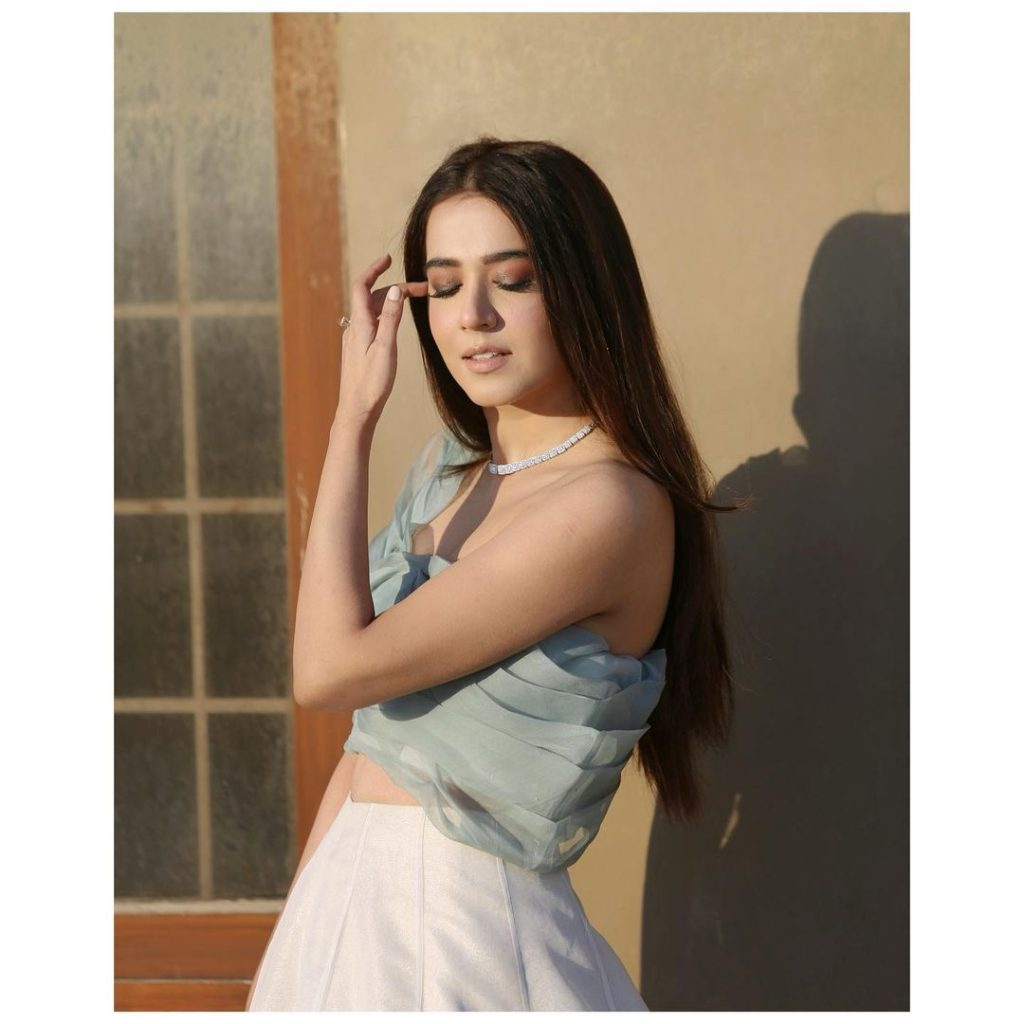 Mansha Pasha Looks Chic In These Unseen Gorgeous Attires