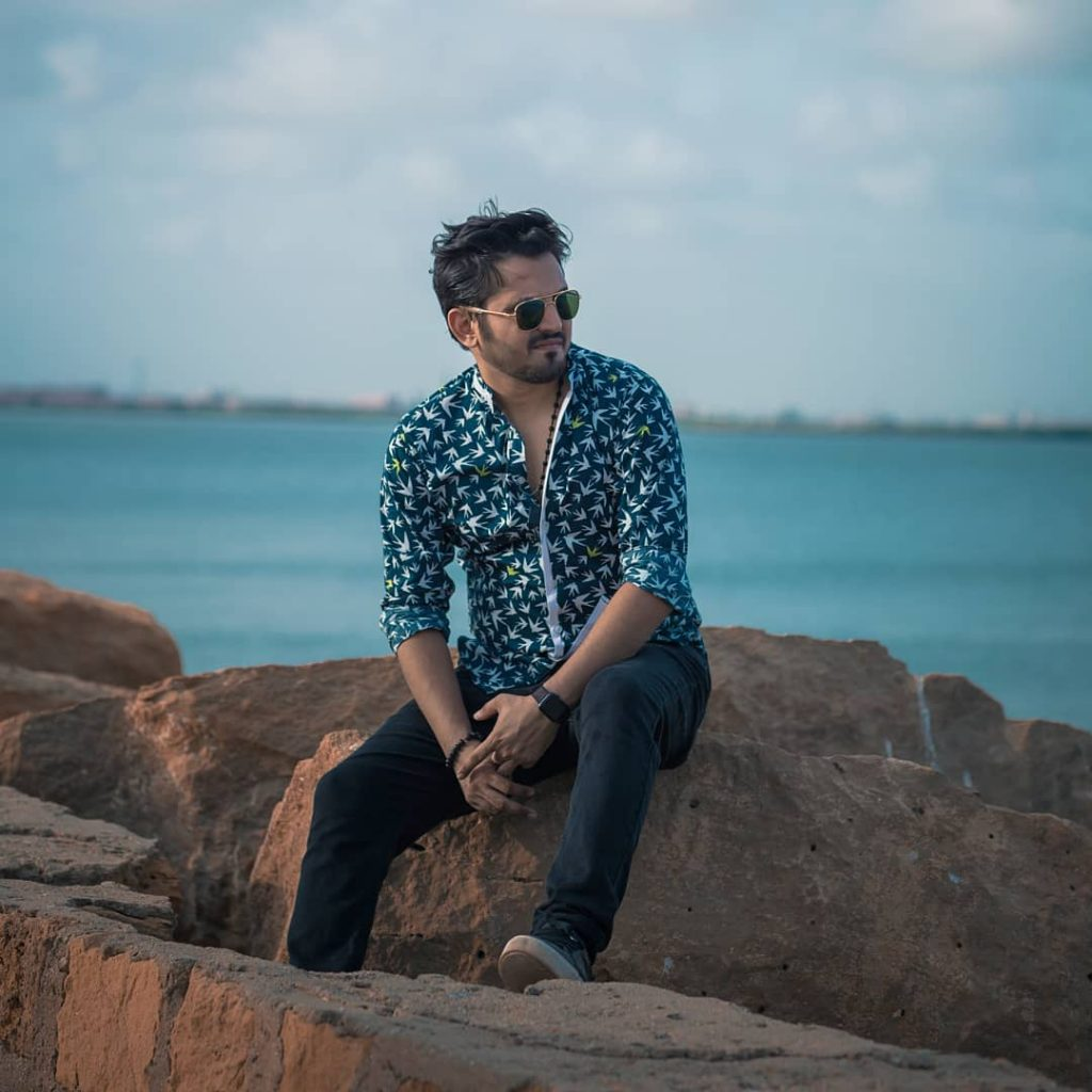 Latest Photos of Mansoor Qureshi While Traveling