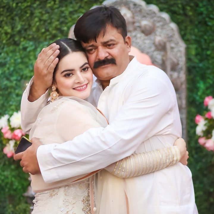 Minal Khan Shares A Throwback Picture With Her Father