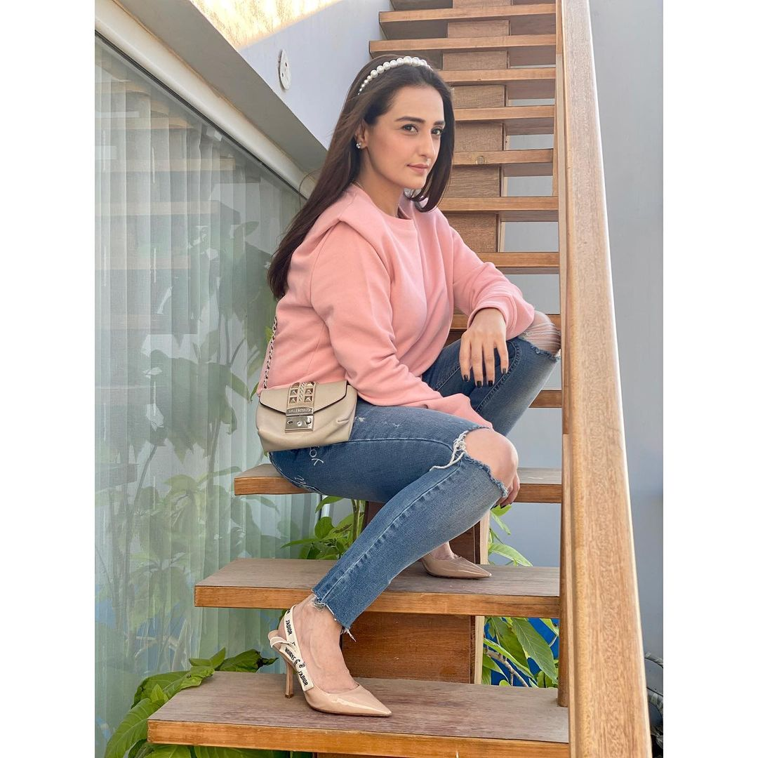 Momal Sheikh is Looking Gorgeous in her Latest Pictures