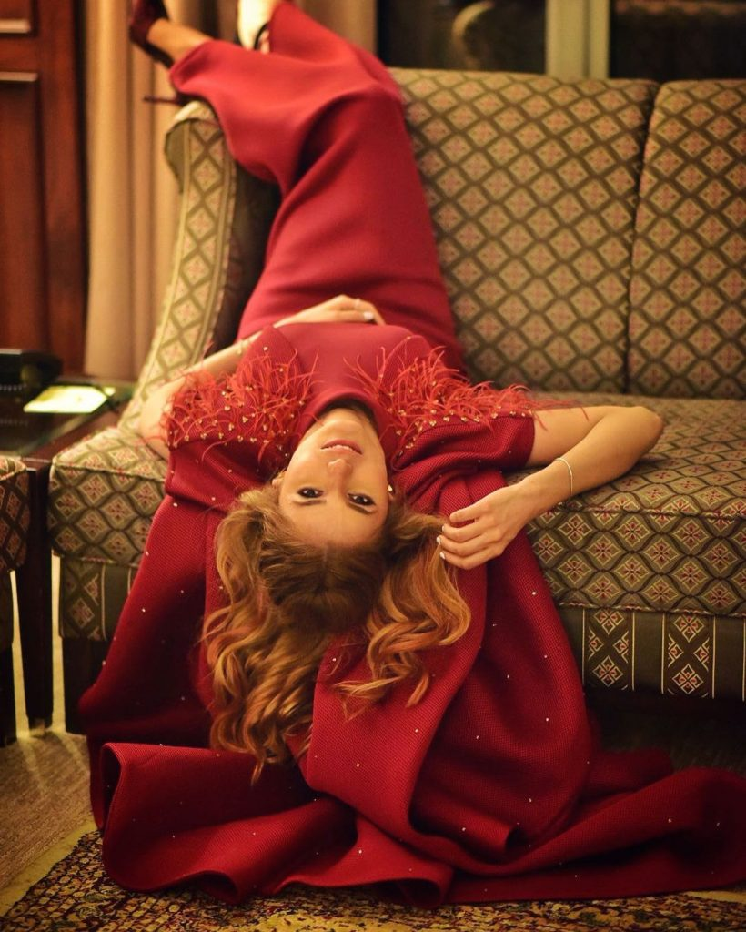 Funky Photos of The Lovely Momina Mustehsan