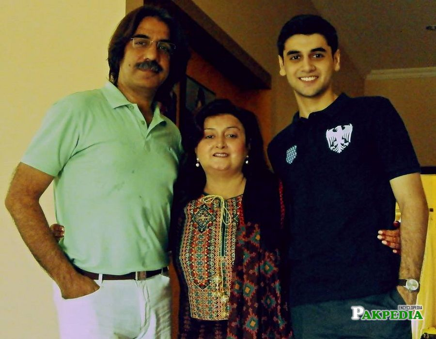 Beautiful Pictures Of Raza Talish With His Family