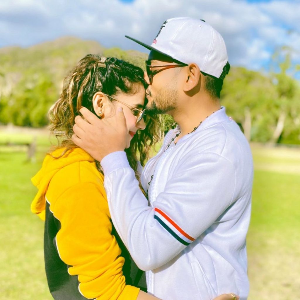 Saniya Shamshad's Latest Pictures With Husband