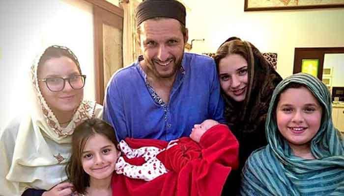 Desi Aunty Fails To Recognize Shahid Afridi