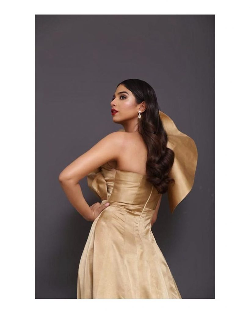 Backless Dresses of Sonya Hussyn That are Trendy
