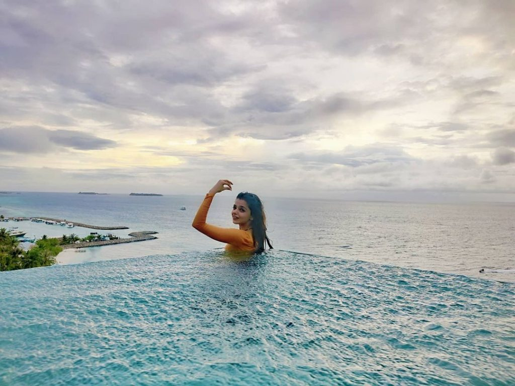 Srha Asghar Praised On Not Wearing Revealing Clothes For Honeymoon
