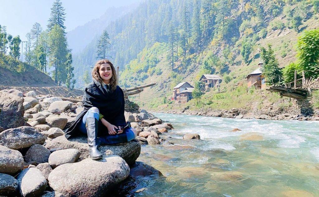 20 Sunkissed Photos of Kubra Khan