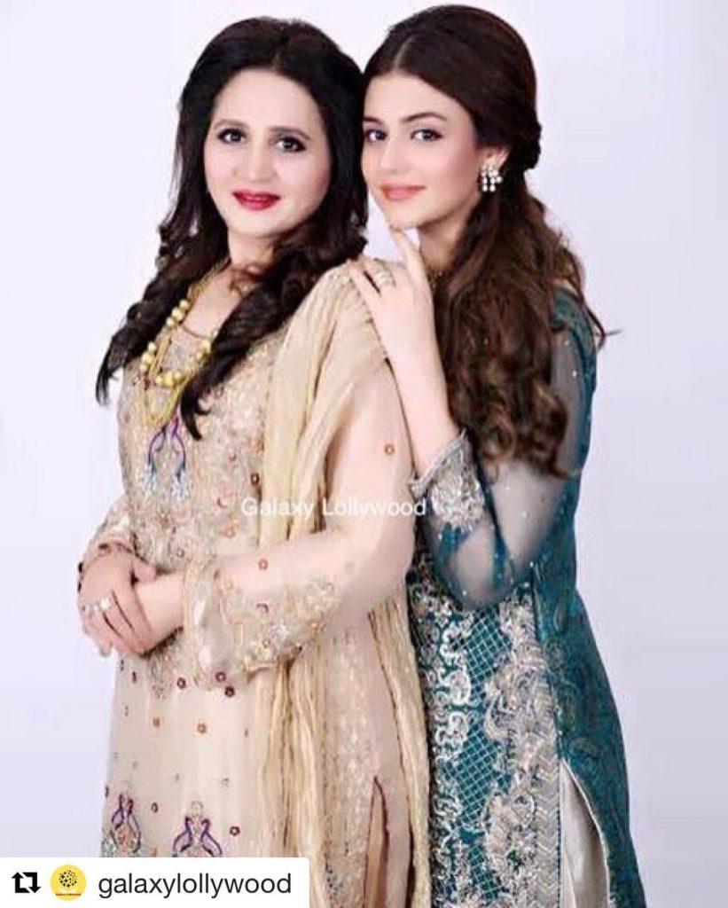20 Pictures of Zara Noor Abbas With Mother