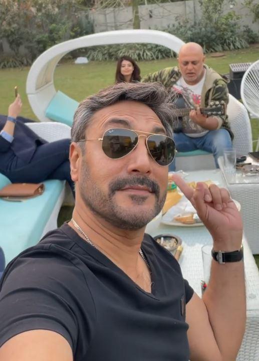 Adnan Siddiqui Shared Video Of Ali Azmat Singing Na Re Na