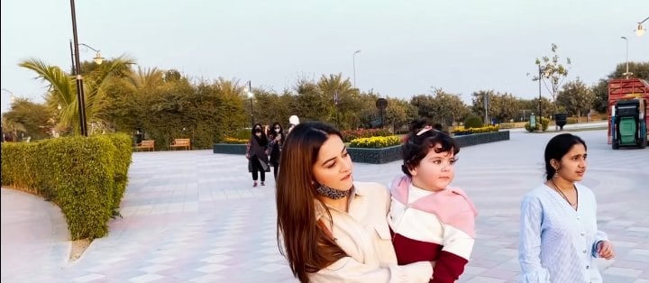 Muneeb And Aiman Took Daughter On Her First Visit To Zoo