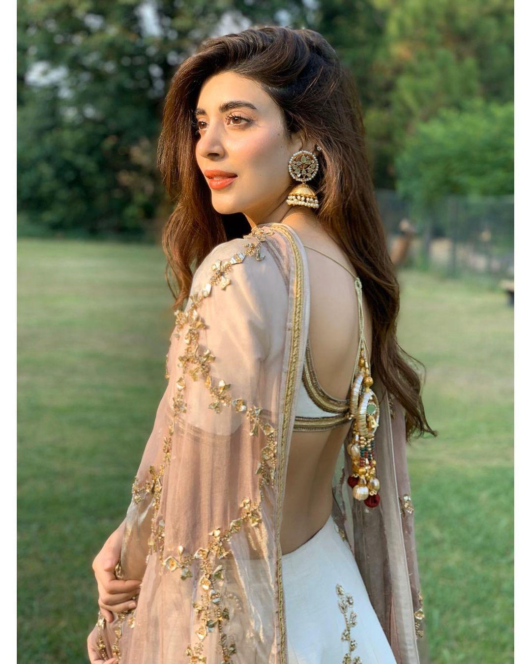 Actress Urwa Hocane Beautiful Pictures from her Instagram
