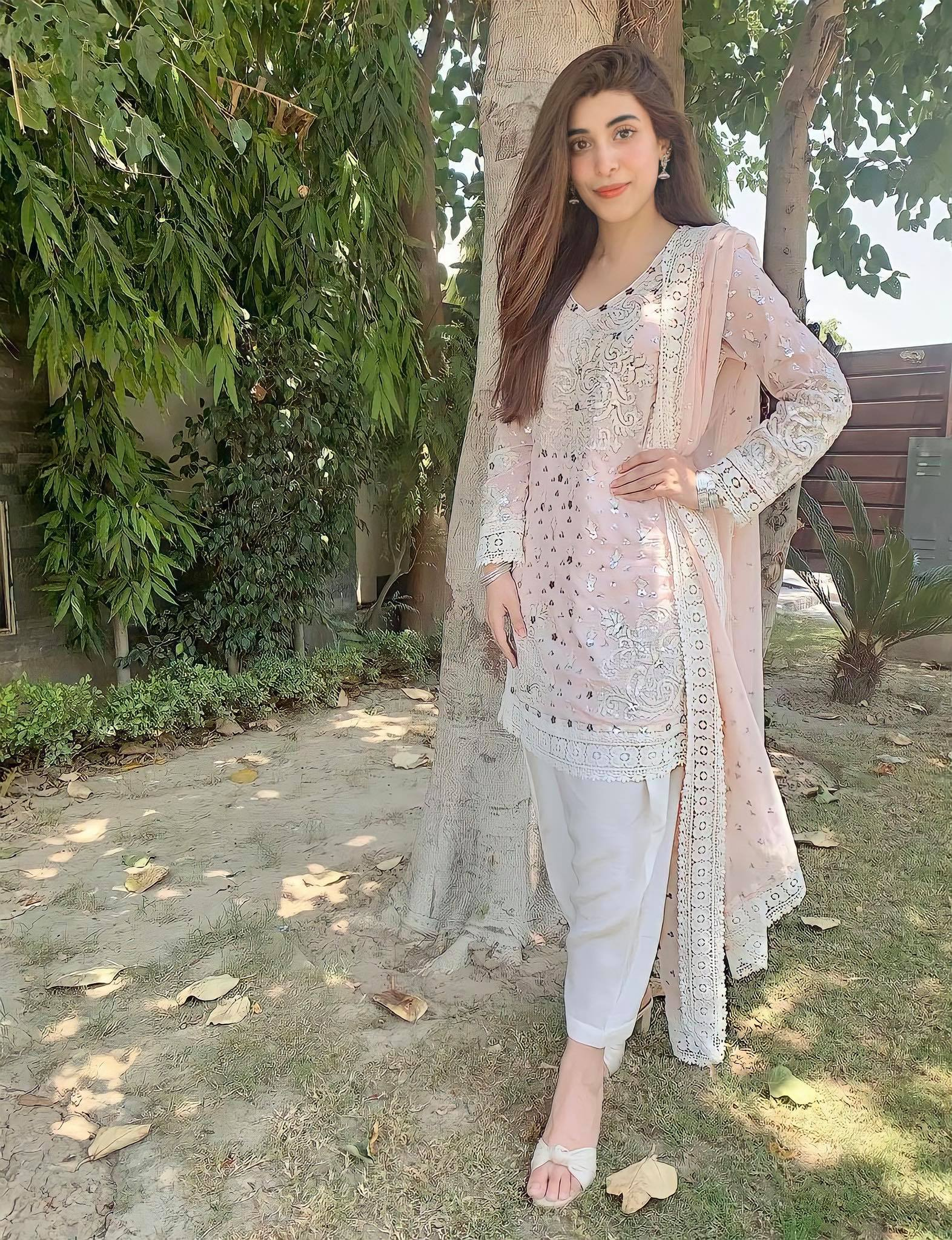 Simple & Beautiful Pictures of Pakistani Actresses
