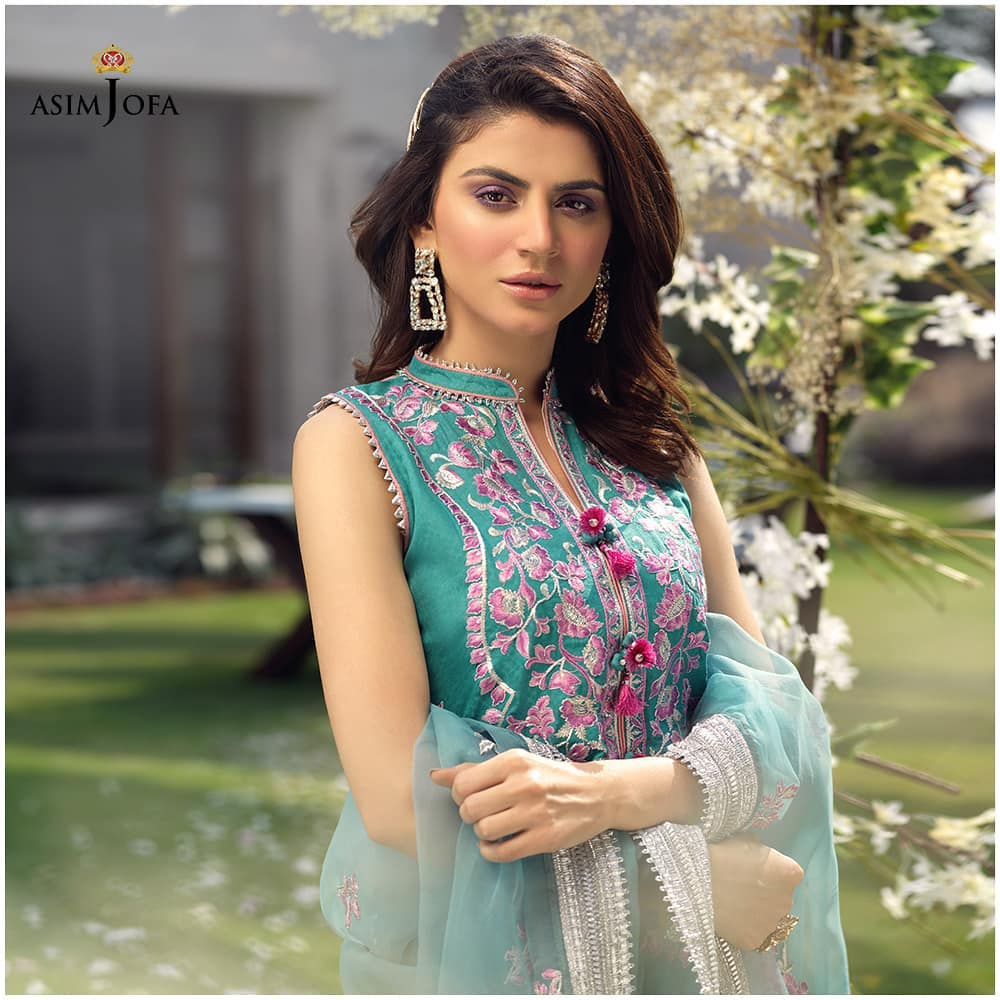 Asim Jofa's Latest Luxury Collection Featuring The Famous Actresses Of Pakistan