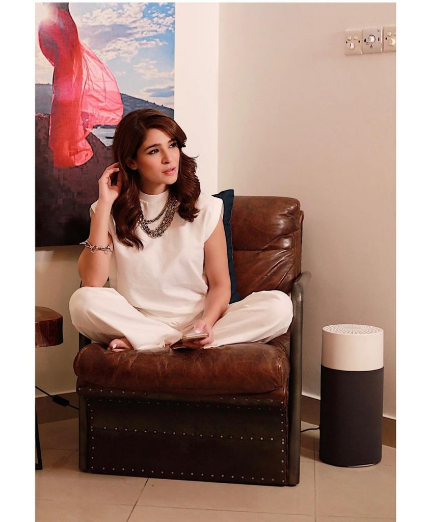 Adorable Pictures of Ayesha Omar Wearing White Color