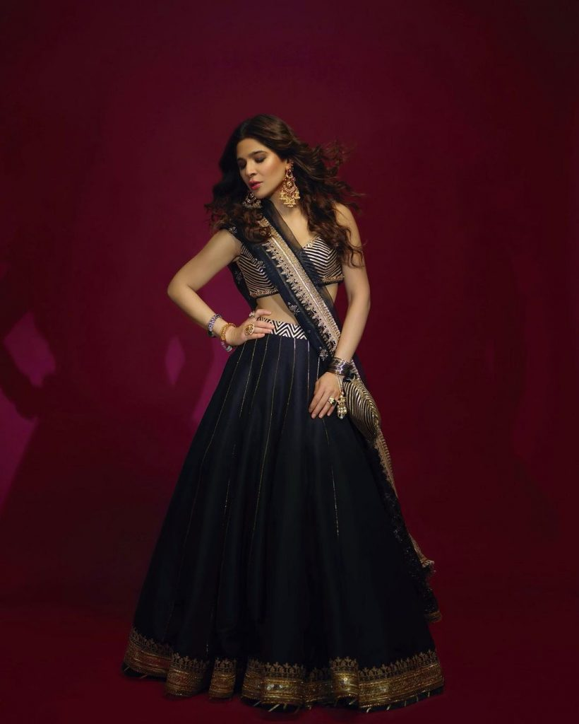 Latest Traditional Wears of Ayesha Omar That Are Simply Haseen