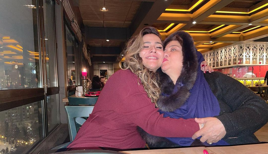 Beautiful Clicks of Humaima Malik with her Mother in Turkey