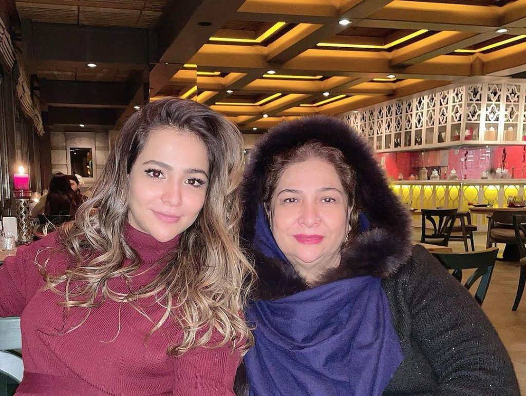 Humaima Malick Beautiful Pictures with Her Mother
