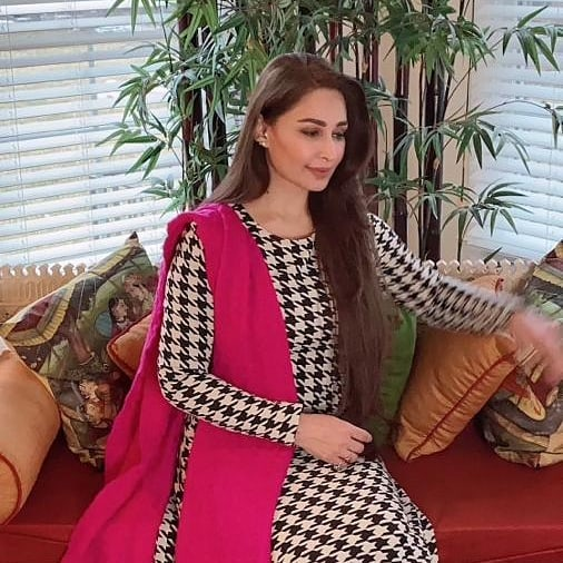 Pakistani Celebrities Who Got COVID Vaccine