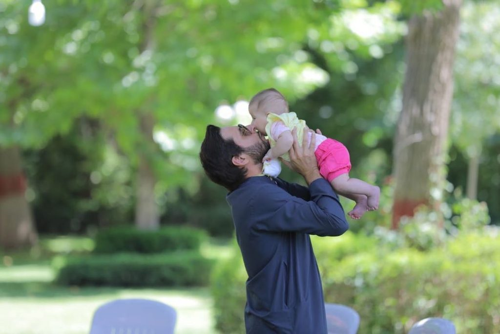 A Walkthrough To The Beautiful Captures of Shahid Afridi And His Girls